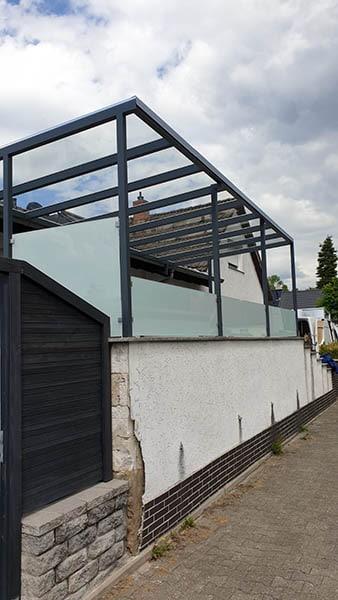Überdachung Metall mit Sichtschutz