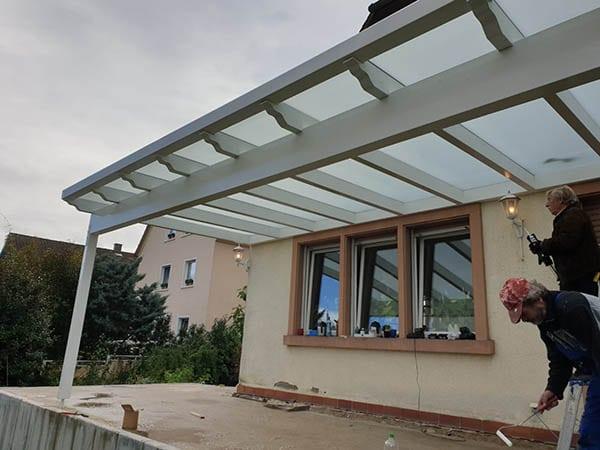 Überdachung Metall und Glas